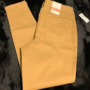 NWT Old Navy tan skinny jeans